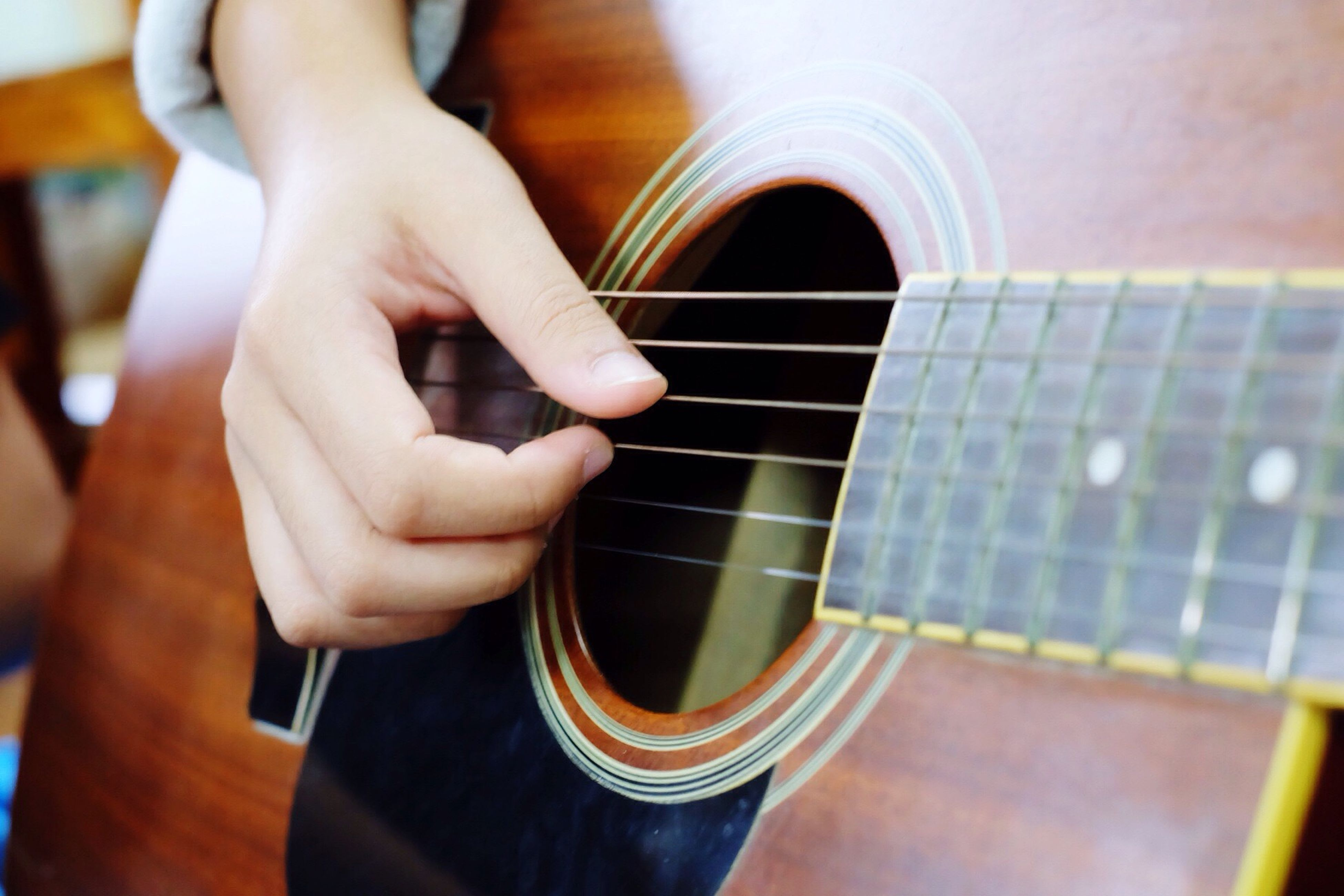 indoors, person, lifestyles, music, men, arts culture and entertainment, musical instrument, leisure activity, part of, technology, holding, playing, escalator, musical equipment, cropped, guitar