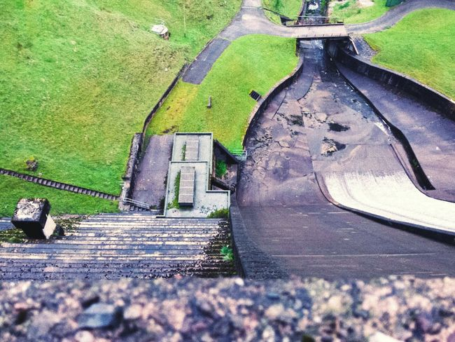 Looking Down POV Birds Eye View Dam Baitings Rainy Pattern Water Waterfall Flowing Water Flowing Rainy Day Yorkshire Countryside Rainy Days Green Landscape_Collection Yorkshire Nature's Diversities Fieldscape The Great Outdoors - 2016 EyeEm Awards Landscape Buildings Architecture Resevoir Outdoor Photography