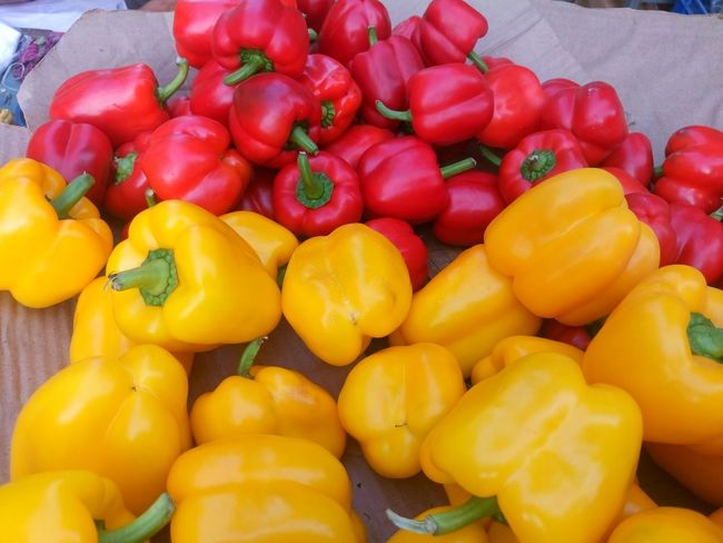 Bell Pepper Close-up Day Food Food And Drink For Sale Freshness Healthy Eating Large Group Of Objects Market No People Outdoors Red Red Bell Pepper Retail  Vegetable Yellow Yellow Bell Pepper