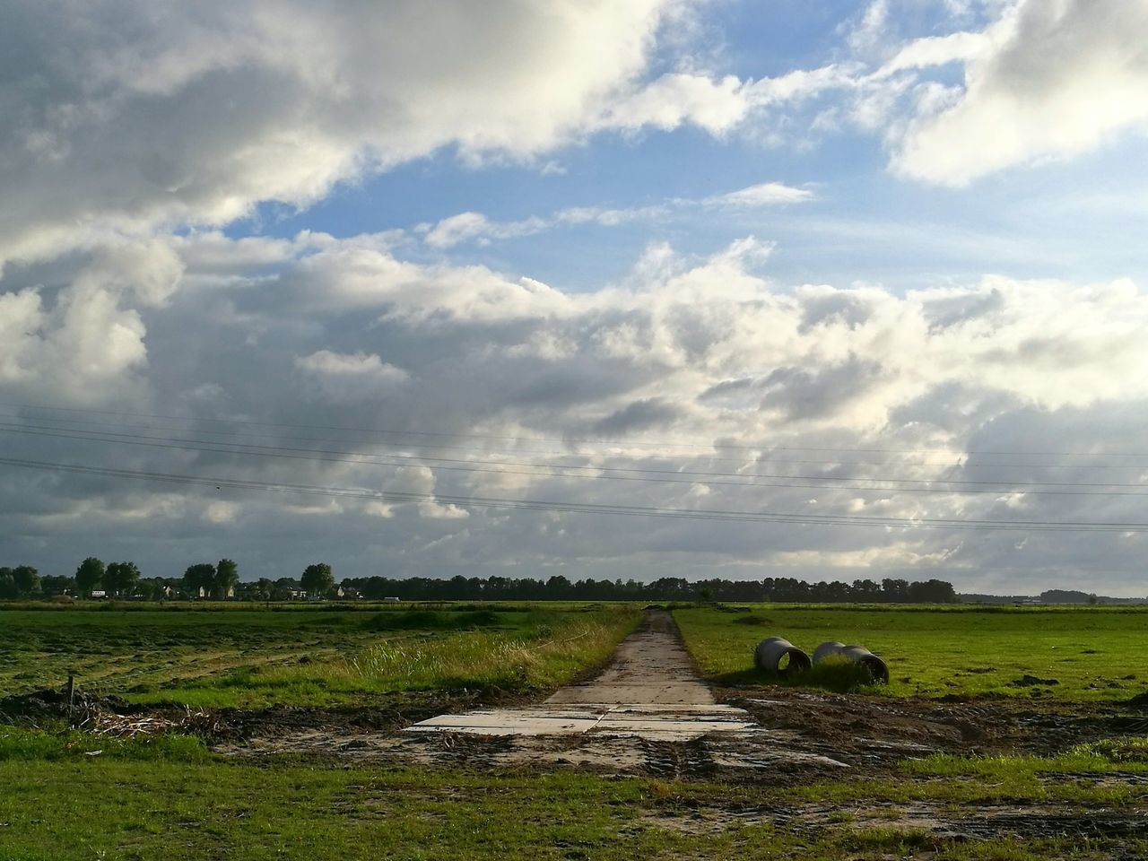 Will this road ever end? Photographing Photography Photooftheday Photographylovers Amateurphotographer  Clouds And Sky Dutch Landscape Holland Cloudscape Butenfjild Houtwiel HuaweiP9 Lovetophotograph Landscapephotography Landscape_photography Landscapes Landscape_Collection Landscape Naturelover Nature Photography Nature Clouds Collection Cloudsandsky