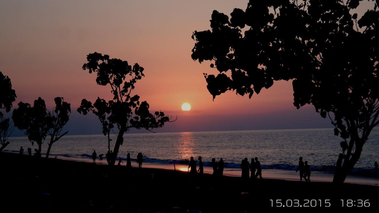 Love sunsets Sunset Sunset_collection Sunset Silhouettes Beautiful Sunset Silhouette Sunset✨trees✨ Sunsetlovers Sunset View. EyeEm Sunset