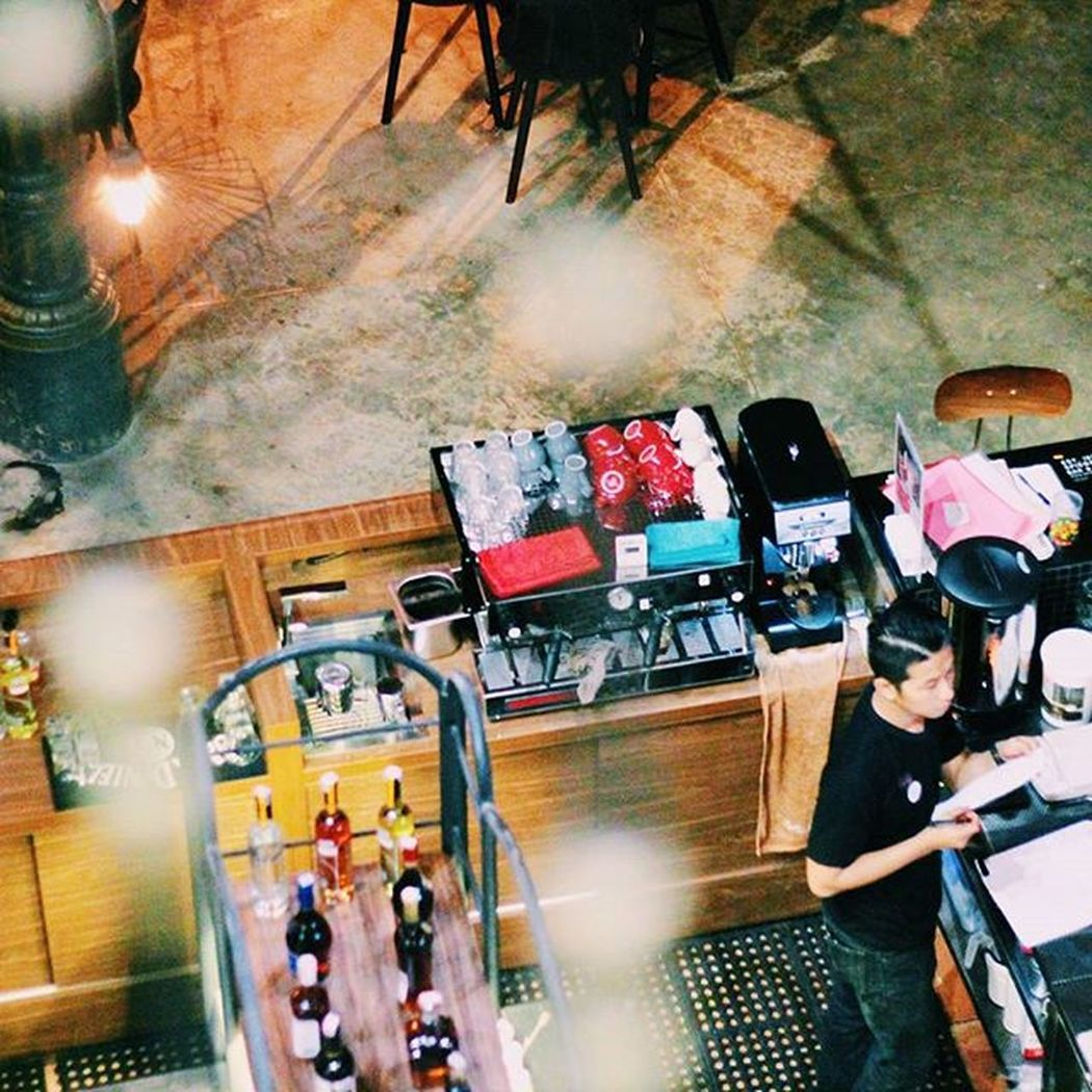 look d o w n Bar Barista Spiegelbarandbistro Photos Resto Oldtown Kotalama Acms Jakulsemarang Explorsemarang Semaranghits Good Canon Eos600d Fixlens Nice Shoot Instagram Inframe Peopleinframe Instamood Instagood Instadaily Instalike Vscocam vscogood vsco