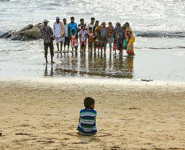India Gokarna Karnataka Beach Gokarna beach Evening Sunset Family photo Child Photoshoot Group photo Canon 550d Belgaum  Boy Bike trip