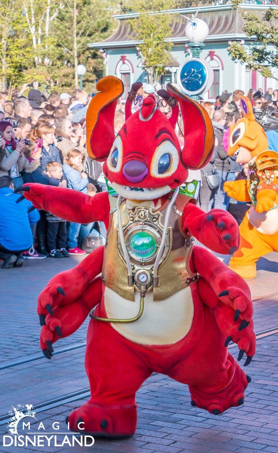 Arts Culture And Entertainment Day Disneylandparis Amusement Park Disneyland Paris Disney Travel Destinations Celebration 25thanniversary Disneyland Resort Paris Friendship Disneyland