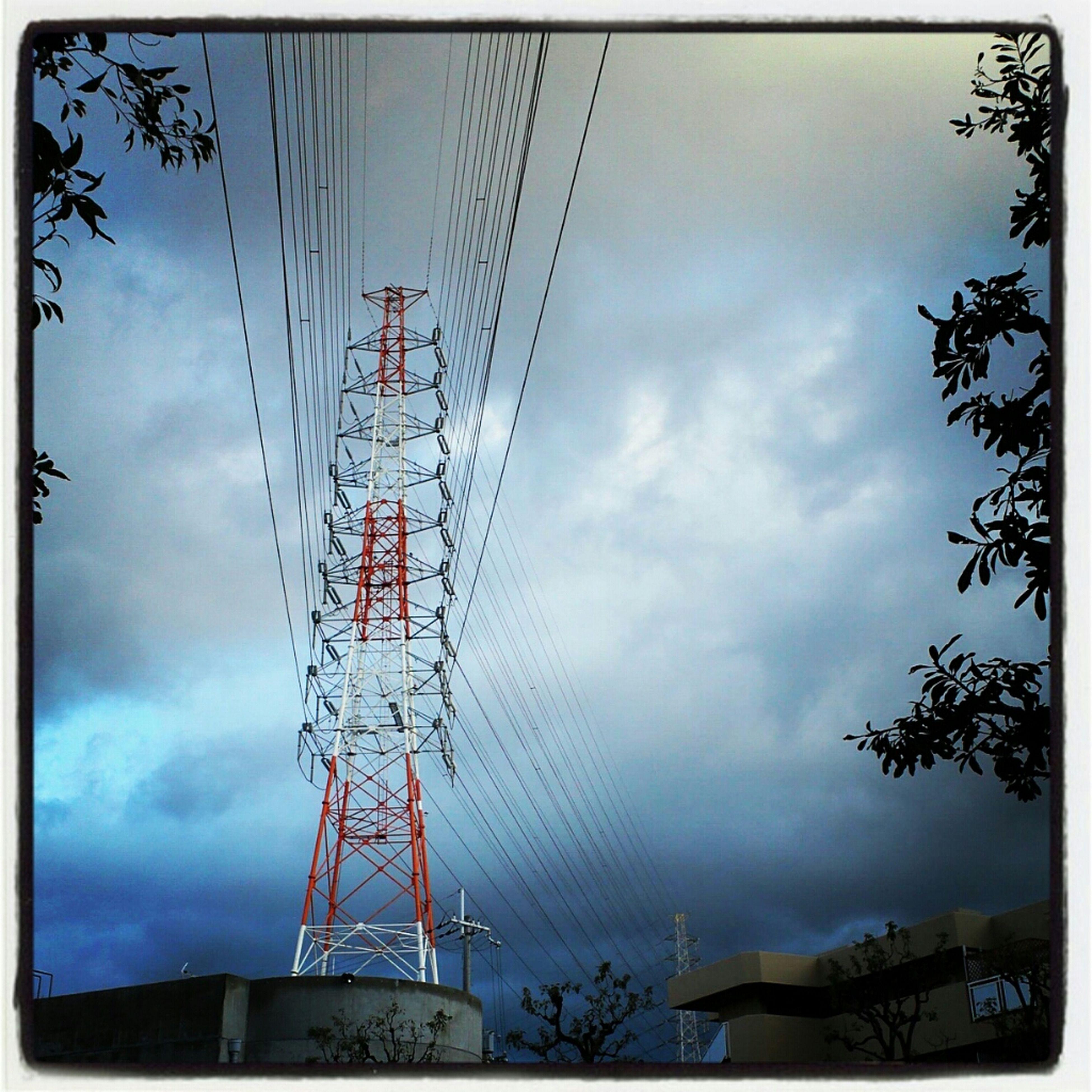 鉄塔の有る町