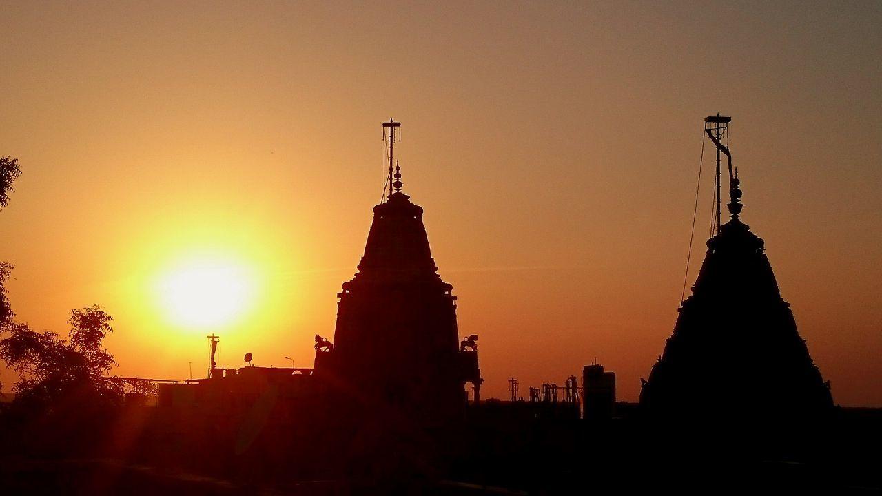 Sundown Coucher De Soleil Temple Roof