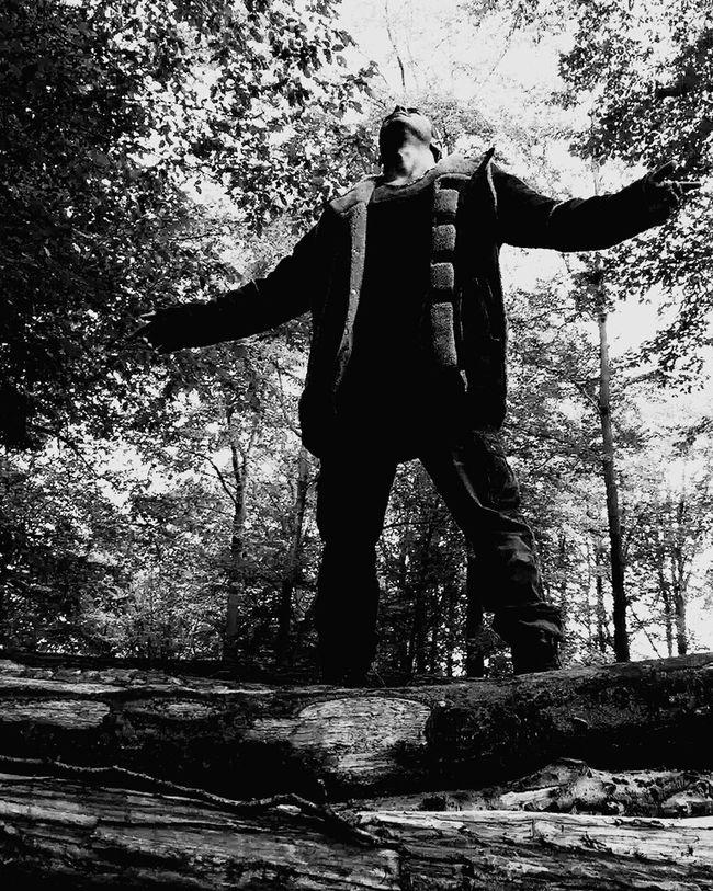 Gott , ich bin so sehr müder Full Length Men Casual Clothing Damaged Bad Condition Day Outdoors History The Past Solitude Obsolete Tranquility Khaste Khoda Gott Müder Mops Ich Liebe Dich ♥ First Eyeem Photo