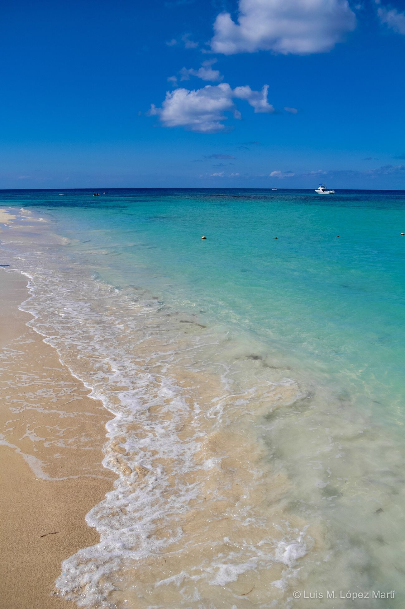 West Bay, Roatán Honduras Sea Beach Water Sky Beauty In Nature Sand Nature Tranquility Idyllic Travel Destinations Blue Color Colors Colorful Colour Of Life Nikon Nikonphotography Sea And Sky Seascape Landscape Photography Photo Beachphotography Life