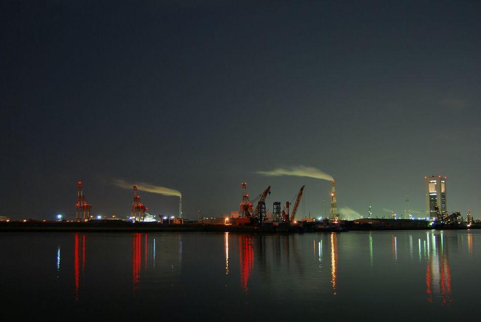 工場萌え 夜景 きりん 赤いキリン 四日市港ポートビル
