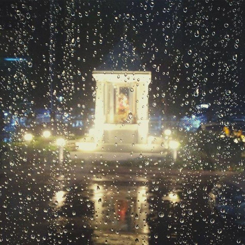 """อดทนเวลาที่ฝนพรำ... อย่างน้อยก็ทำให้เราได้รู้ถึง """"ความแตกต่าง"""" Seasonchange เพราะป่วยบ่อย 😭☔️💦"""