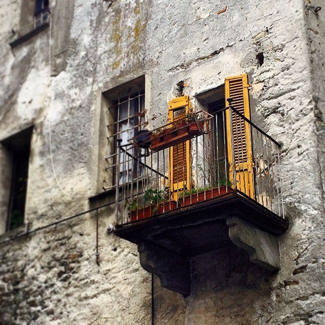Una finestra a Bard (AO) #vda #bard #valdaosta #fortedibard Vda Bard Valdaosta Fortedibard