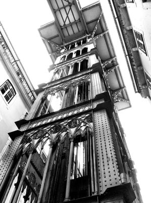 AMPt_community at Elevador de Santa Justa by Cláudio Ribeiro