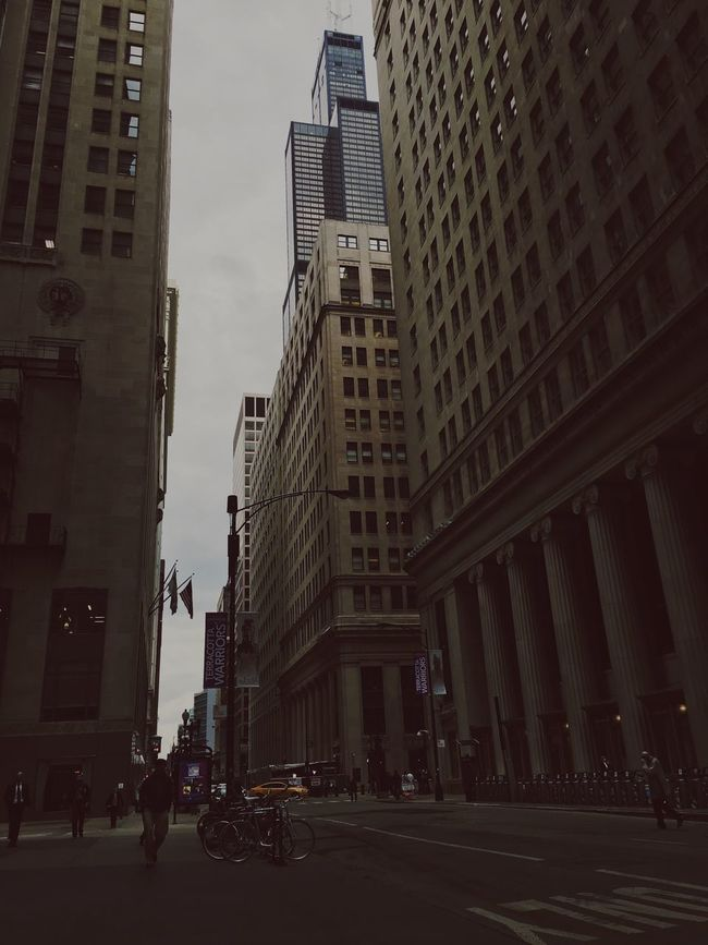 Small small girl in a big big world. Heartbeat Moments Travel Theexplorer Places Chicago Architecture Chicago Illinois