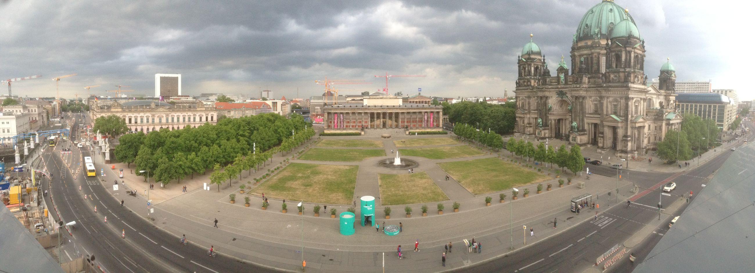 Gewitterwolken über Berlin Mitte
