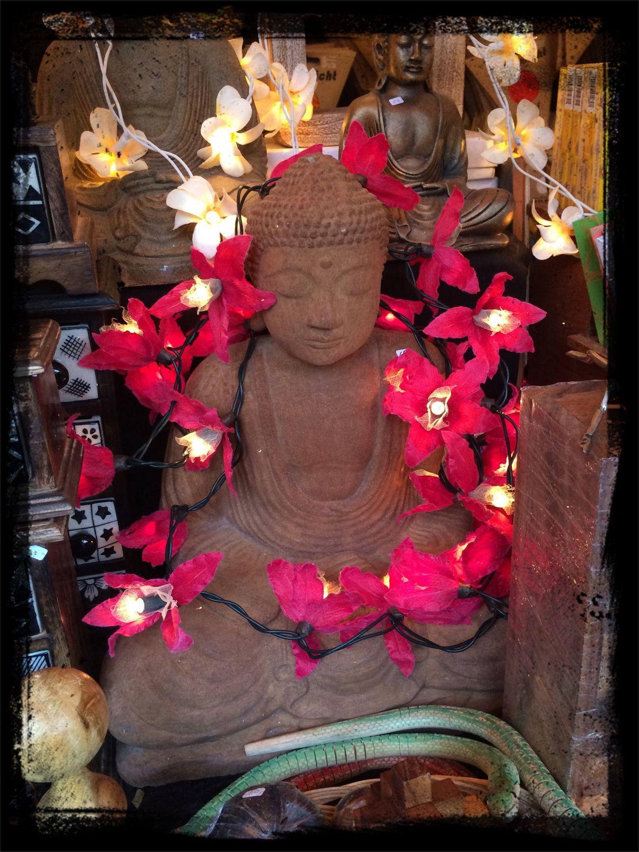 Kitsch Oder Kunst Commerce Buddha ???