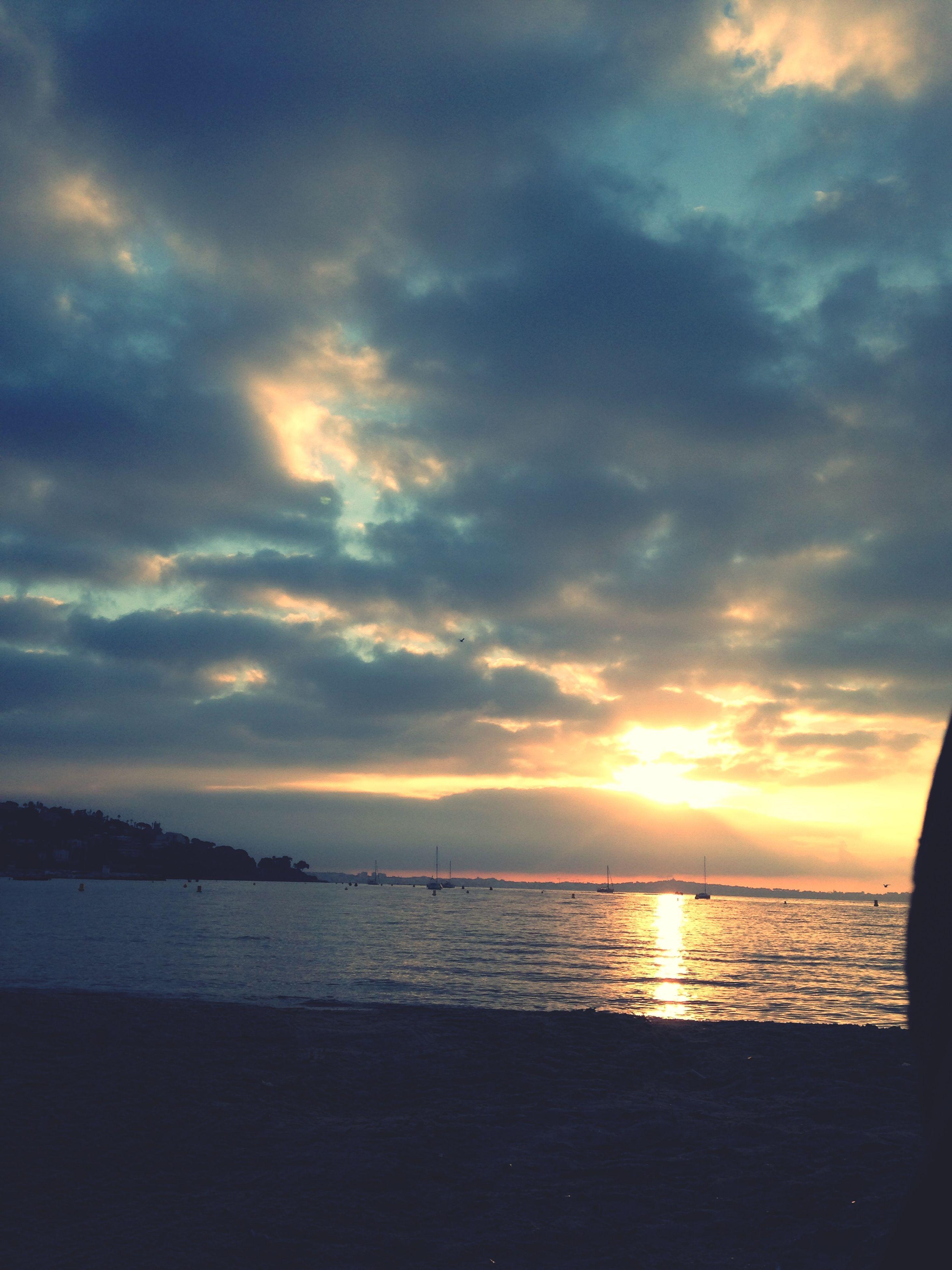 sunset, sea, water, horizon over water, sky, scenics, tranquil scene, tranquility, beauty in nature, cloud - sky, beach, orange color, nature, idyllic, sun, cloud, silhouette, shore, sunlight, reflection