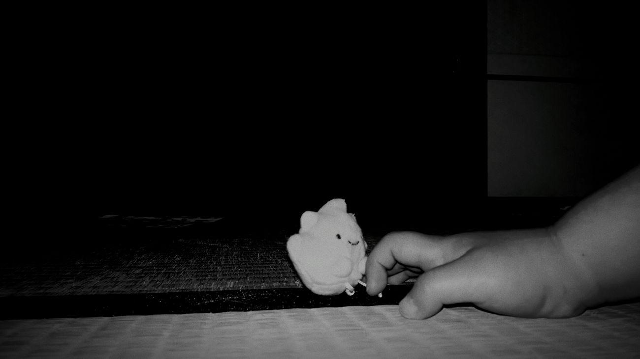 [16.06.29] 誘。 Human Hand Toy Indoors  Stuffed Animal Pixlr Toys Black And White すみっコぐらし Child Enjoying Life Black & White Creative Light And Shadow Japan Monochrome Cool Japan Japanese  ぬいぐるみ 畳 Hand Human Finger Close-up Human Body Part