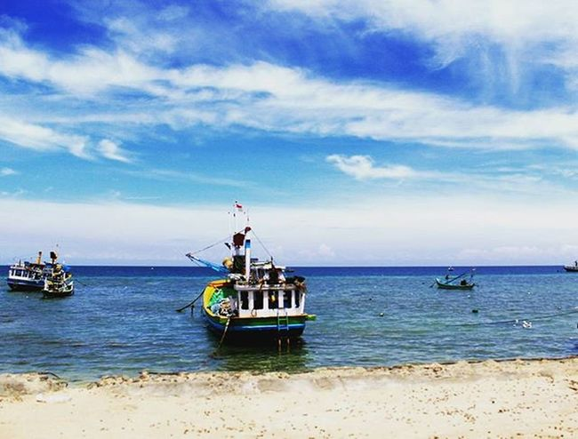 After running in the island.. Gili Island, Probolinggo, East Java, Indonesia Wonderfulindonesia Visit_asia Pesonaindonesia Natgeotravel Folkmagazine Hot_shotz Cymera