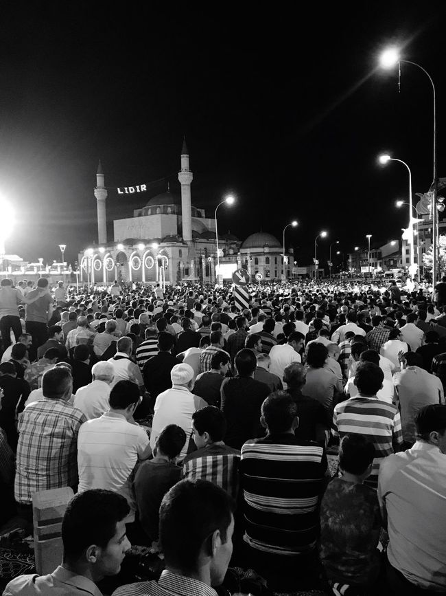 My Favorite Place Large Group Of People Night Crowd City Togetherness City Life Outdoors Famous Place Mosquee Pray Holly Night! Inspirational Calmness Communication Mevlana Mosque Mevlana Türbesi Konya Peaceful Feeling Thankful Feeling Good Share