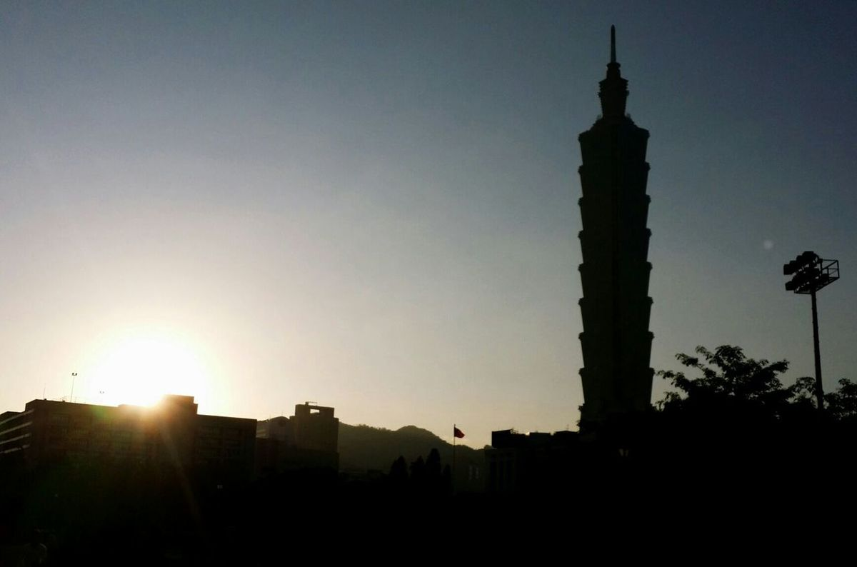 Shilluote Goodmorning joggers! Taipei 101 Taiwan