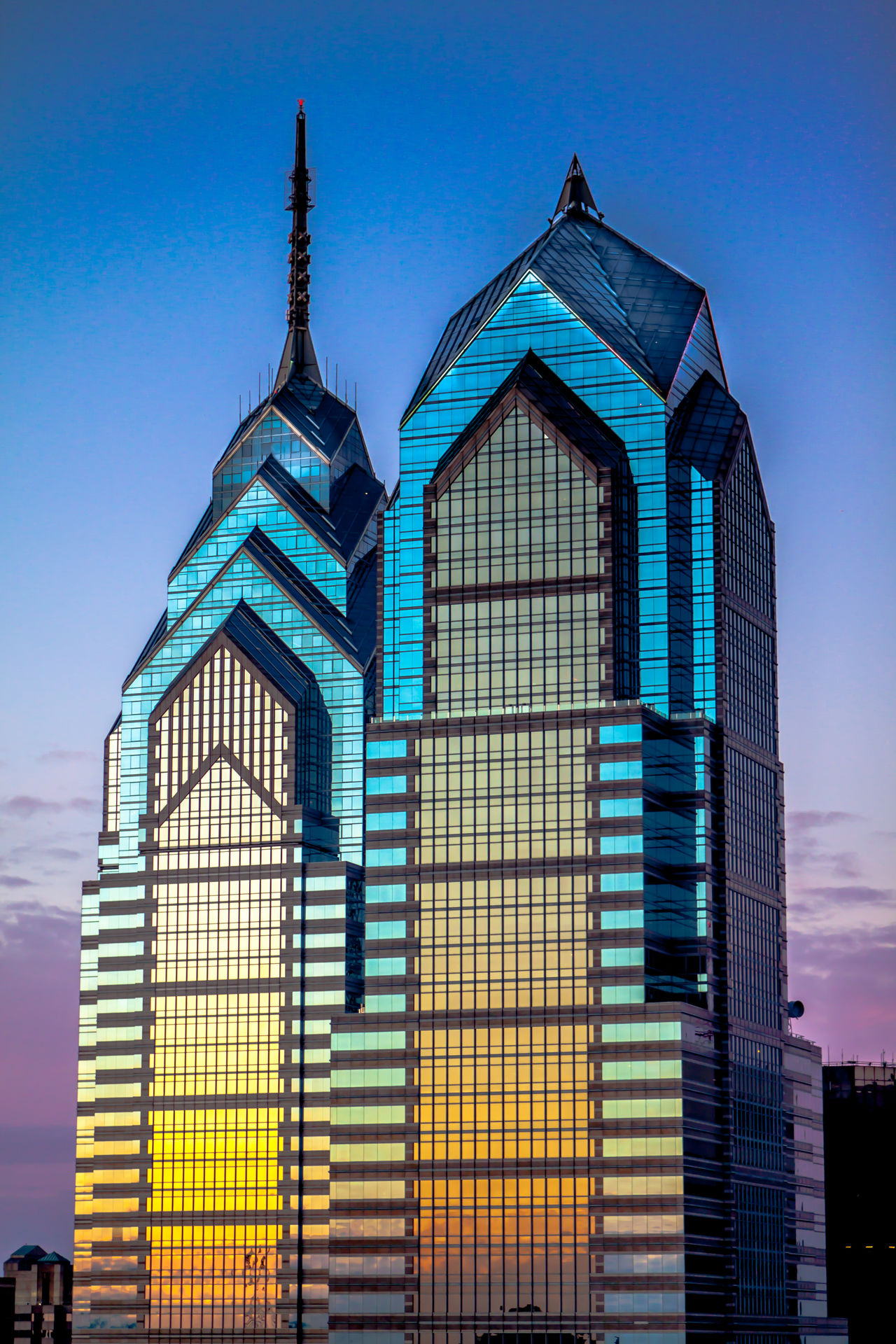 Liberity Towers in Philadelphia, Pennsylvania Architecture Architecture Building Building Exterior Built Structure City Downtown East Coat Façade High Rise Liberty Towers New York Pennsylvania Philadelphia Philadelphia Downtown Religion Residential Structure Skyscraper Sun Tower The Architect - 2016 EyeEm Awards