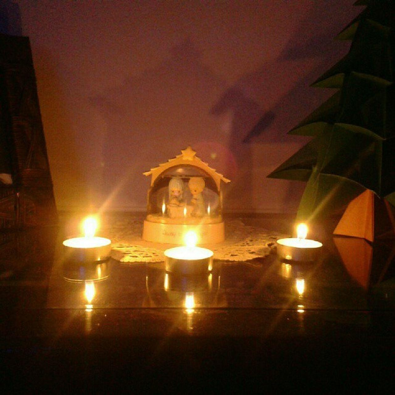 Estas son las velitas por mi hogar, mi familia y mis amigos. @Juanwot @1freddygiovanni @biwilhelm @oskar_gori @gulova @Copeoficial @cristilinda89 @maqpudeaza @pepegri29967322 @fernandobarco @pachok9 @paoladew @joparro @angieherrera123 @andfepe @lalitacg @instagram Nightofcandles Lights Christmas Yearnings