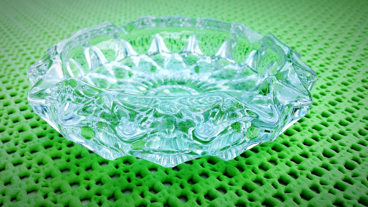 Green Color Fragility Lieblingsteil Ashtray