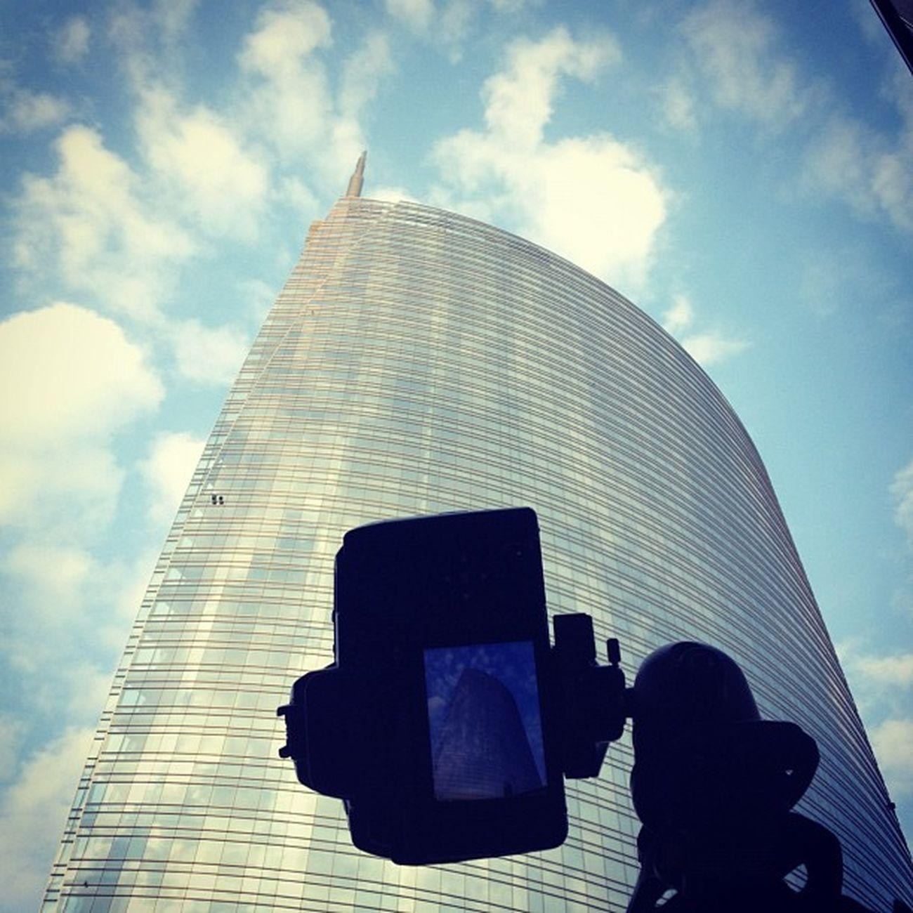 Finalmente un po' di nuvole come dico io #milano #getolympus #olympus #e5 #43 #e-system #longexposure Milano Olympus E Longexposure 43 E5 Getolympus