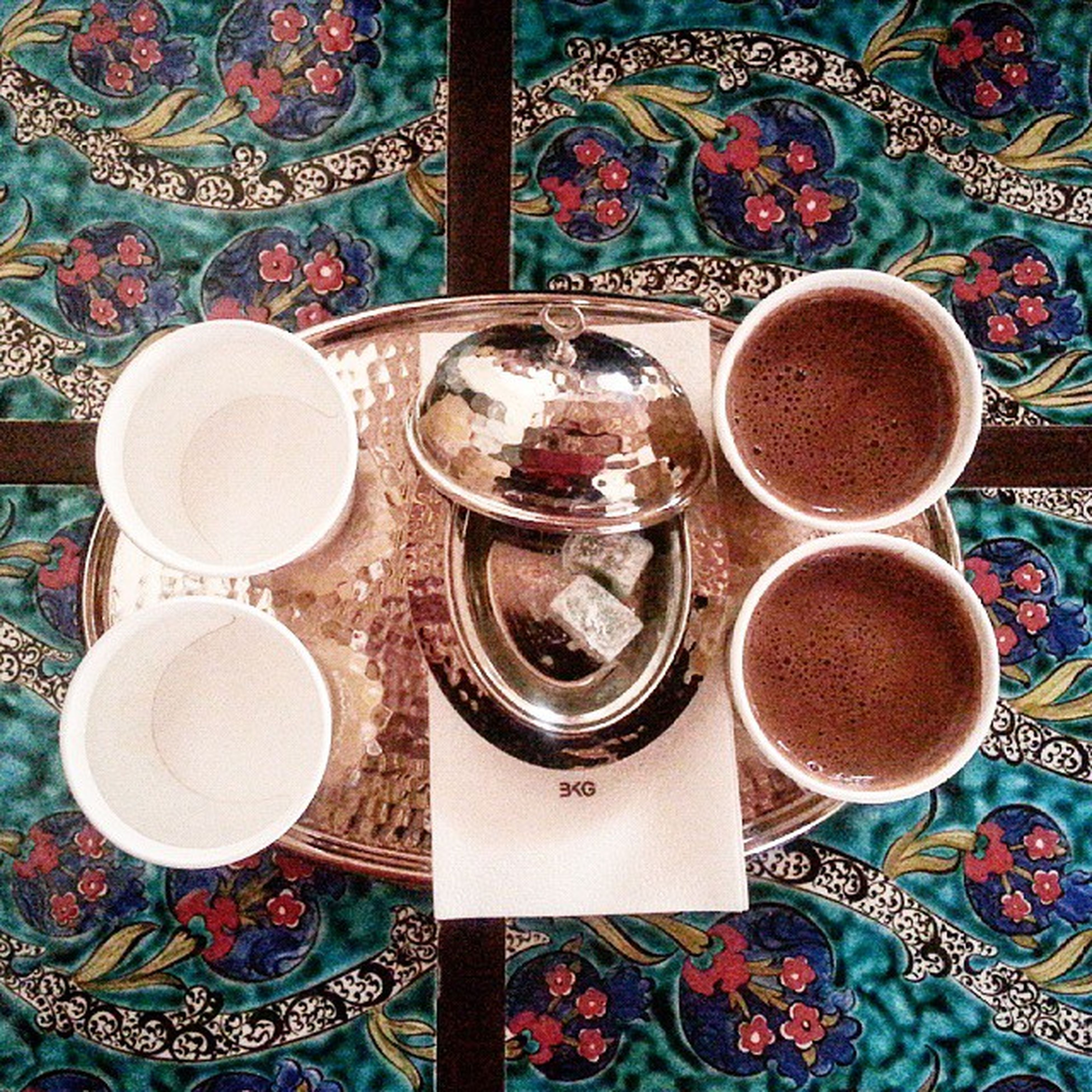 Kahve sergisinden cikip kahve icme zevki 😍Fincanlar karton olmasa daha iyiydi ama yine de cok guzeliz👩👩Lokum Türkkahvesi Turkishcoffee Coffeeholic Coffeelovers Coffeetime Lifestyle Instagram_turkey Instagramturkiye Turkiyeinstagram