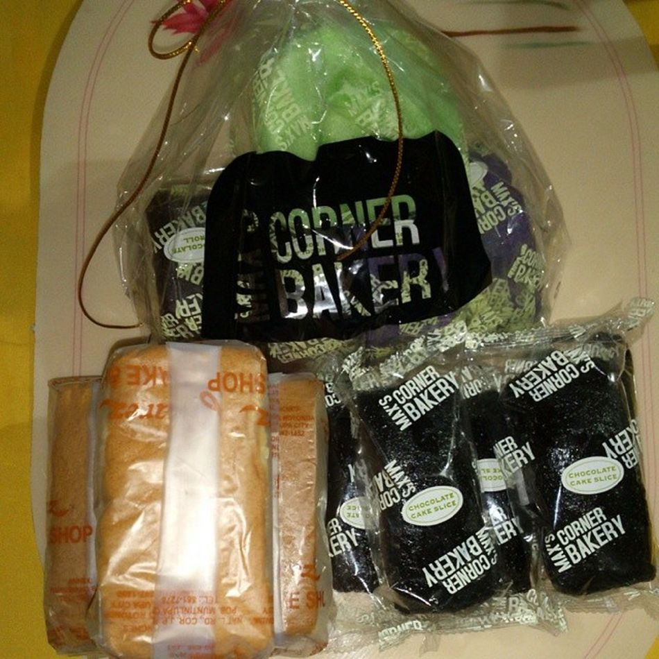 On diet nba mga tao sa bahay kaya puro tinapay nalang? ASA Chocolatecake Mamon Cakeroll thank you @caril for the max's ?