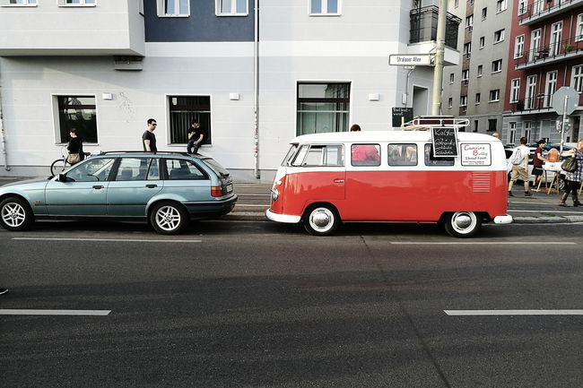 Transportation Car Mode Of Transport Street City City Life Outdoors Vehicle Street Life Street Photography Vscocam HuaweiP9 Hanging Out Taking Photos Mobilephotography Eye4photography  TakeoverContrast The Color Of Business Streetphotography People And Places People Watching Still Life VSCO Zug Der Liebe