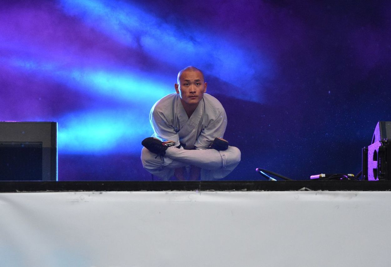 Shaolin monk Adult Adults Only Arts Culture And Entertainment Dj Indoors  Live Event Men Music Night One Man Only One Person Only Men People Performance Real People Shaolin Shaolin Temple Shaolinkungfu Stage - Performance Space The City Light