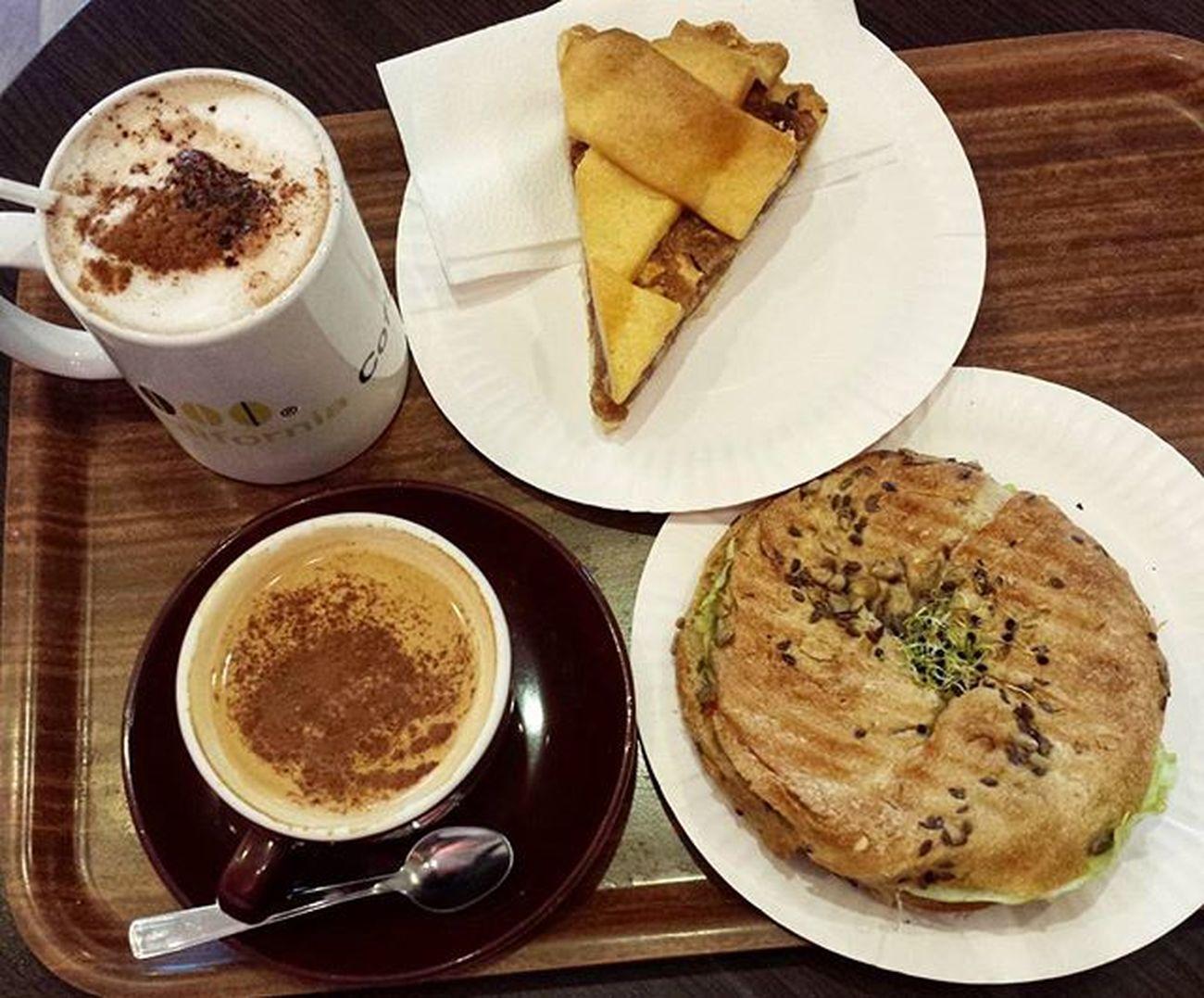 Az elso bagelem😋 @rolandkara ❤ Breakfast Bagel Wholewheat Coffee Applepie Yummy Fitfood Healthyfood Eating Foodstagram Mutimiteszel_fitt Likeforlike Followme Followforfollow Mutimiteszel Breakie Healthychoices Food Foodpic CaliforniaCoffee