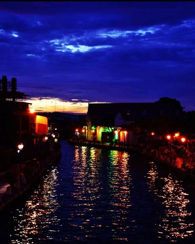 Sundown Light In The Darkness Malaysia Moments Historical Building Tourist Attraction  Malacca Environment Straits Of Malacca Architecture