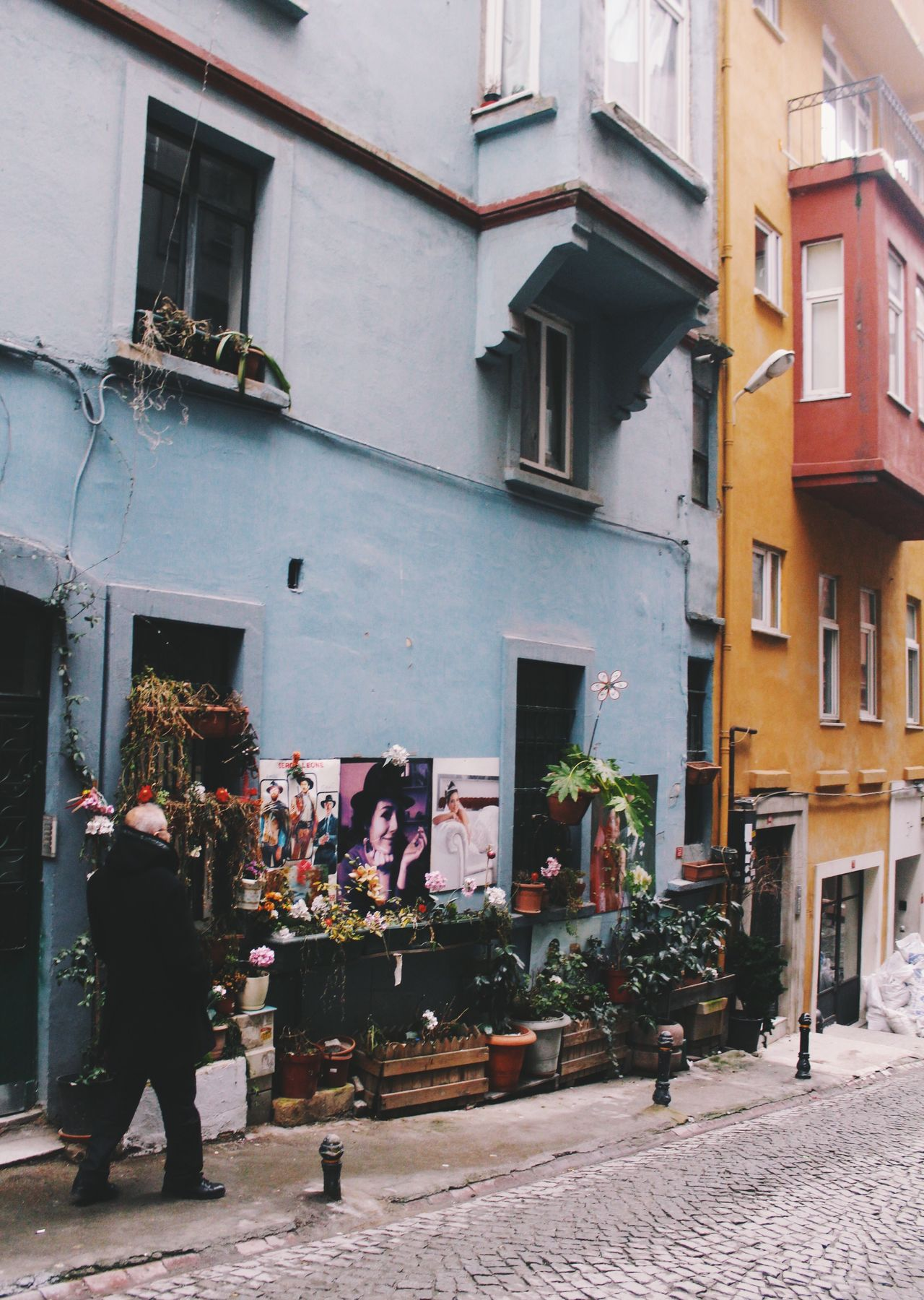 Istanbul Building Exterior Built Structure Architecture Outdoors Real People One Person City Men Day Adults Only People Adult One Man Only