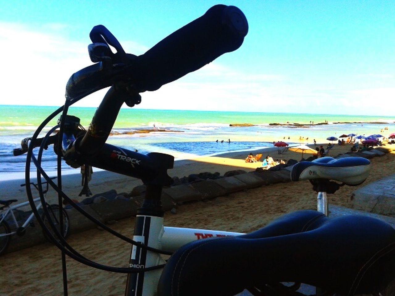 Dando um rolê para tirar o mofo. Pernambucolovers Pernambuco Pernambuco -Brazil Praia Relaxing Bike Bicicleta Enjoying Life Hello World Brazil Brasil ♥ Brasil Recife, BRASIL BoaViagemBeach Praia De Boa Viagem Mar Sea Sand