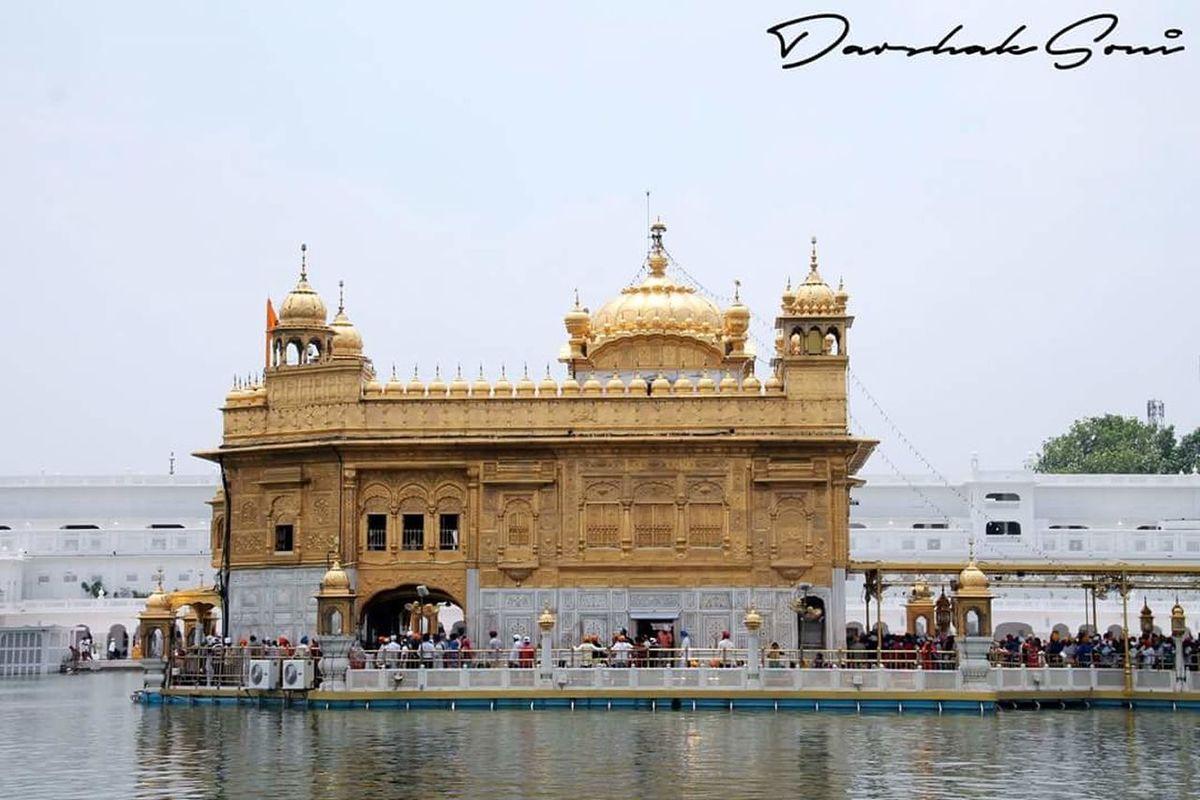 ੴ ਸਤਿ ਨਾਮੁ ਕਰਤਾ ਪੁਰਖੁ ਨਿਰਭਉ ਨਿਰਵੈਰੁ ਅਕਾਲ ਮੂਰਤਿ ਅਜੂਨੀ ਸੈਭੰ ਗੁਰ ਪ੍ਰਸਾਦਿ ॥ ॥ ਜਪੁ ॥ ਆਦਿ ਸਚੁ ਜੁਗਾਦਿ ਸਚੁ ॥ ਹੈ ਭੀ ਸਚੁ ਨਾਨਕ ਹੋਸੀ ਭੀ ਸਚੁ ॥1॥ Captured it during my visit to #amritsar, #Panjab. Small World Around You by #DarshakSoni - @smallworldaroundu TravelDiaries Travel Travel Destinations Large Group Of People Tample Gurudwara