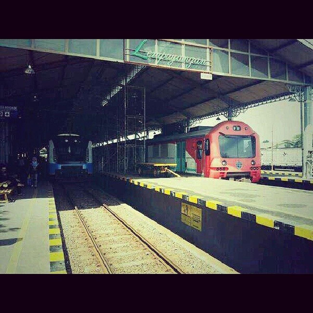 Dan madiun jaya ketemu prameks di LPN. Lempuyangan Yogyakarta Railfans Daop6 indonesia