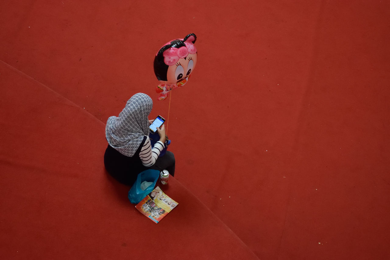 Alone Balloons Baloon Child Childhood Day Full Length Leisure Activity Lifestyles Malaysia Minnie Mouse One Person Outdoors People Phone Playing Real People Real People, Real Lives Relaxing Technology Technology I Can't Live Without Waiting