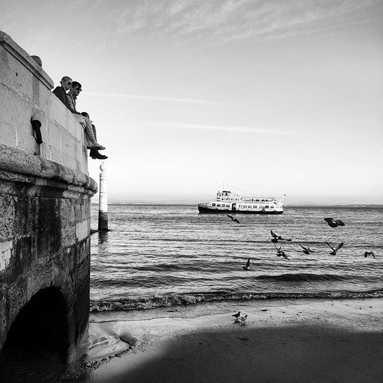 Caisdascolunas TerreiroDoPaço Lovelisbon Sunset Sunnydays Birdies River Blackandwhite Bng Bnw_captures Igers Igers_portugal Faded_world Faded Mysquarehere Love Enjoyit Liveit Behappynomatterwhat Laliphotography Boat Landscape Cityscapes P3top Wonderful_places nofilter top_bnw vscoportugal vscocam vscolife