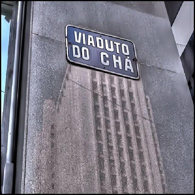 Viadutodocha Inaugurado dia 06/11/1892 Primeiro viaduto construído na cidade de São Paulo O nome vem do cultivo cha pelo Barão de Tatui. O prédio que esta em reflexo e prédio da Prefeitura de São Paulo antigo Banespa