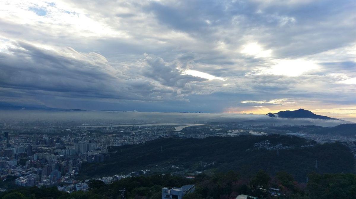 雨後的臺北 City Sky Clouds Mountain Sunset Rainy Days☔ Taipei,Taiwan EyeEmNewHere Long Goodbye The Secret Spaces The Great Outdoors - 2017 EyeEm Awards