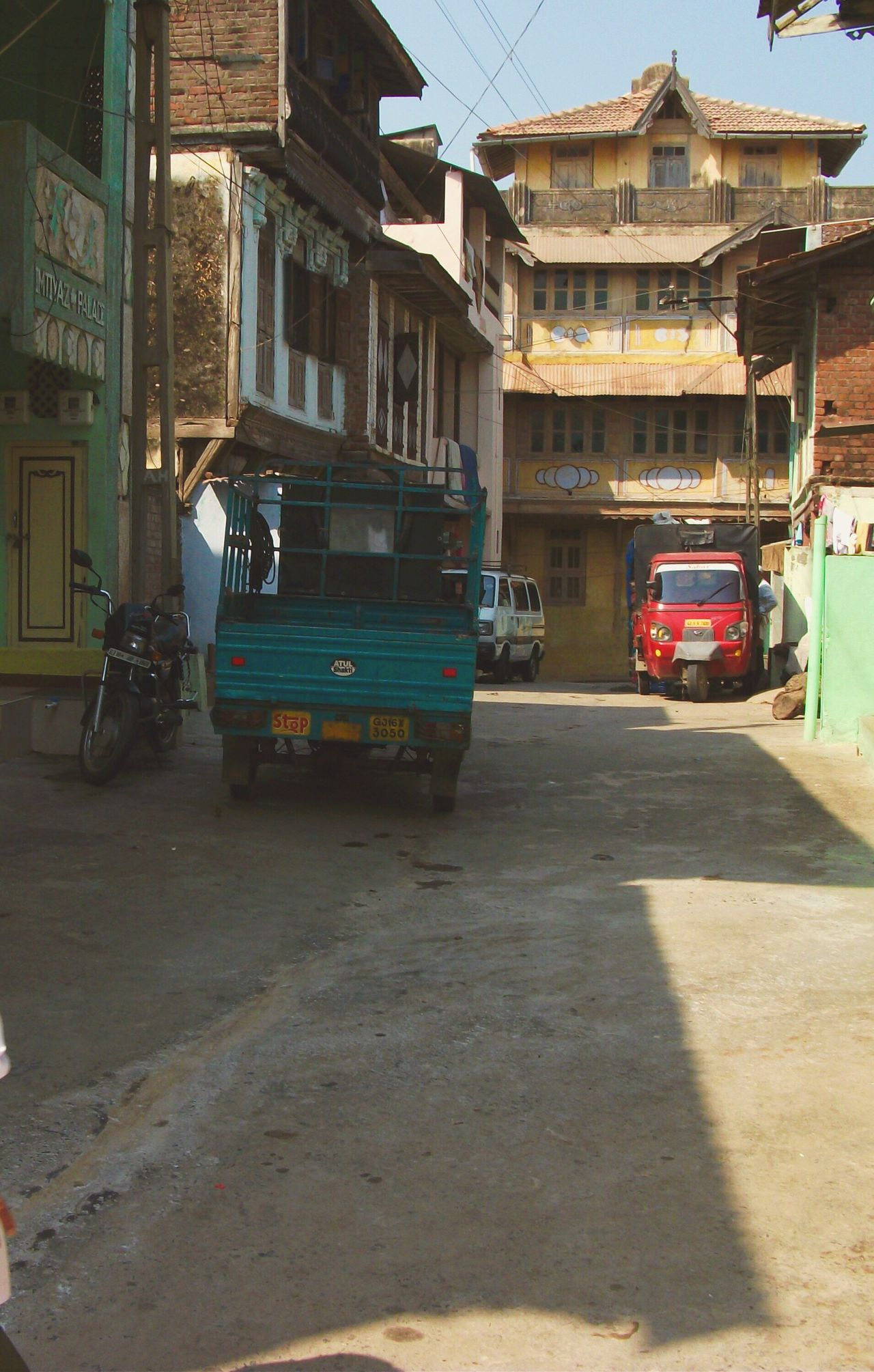 India Built Structure Architecture Transportation Building Exterior Land Vehicle Mode Of Transport City Stationary No People Day Outdoors Urbanphotography Urban Streetphotography Street Photography Street Memories Memory Lane Street Life Stree Photography