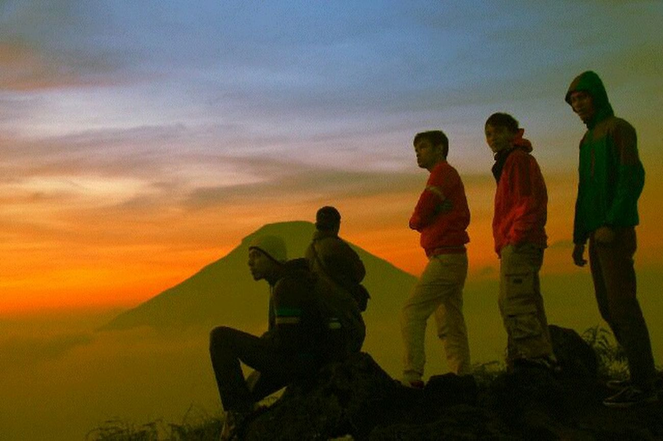 The Adventure Handbook Taking Photos Hello World My Trip My Adventure My Life My Adventure Mountain View A Moment In Sikunir Hill #Sunrise Sikunir INDONESIA