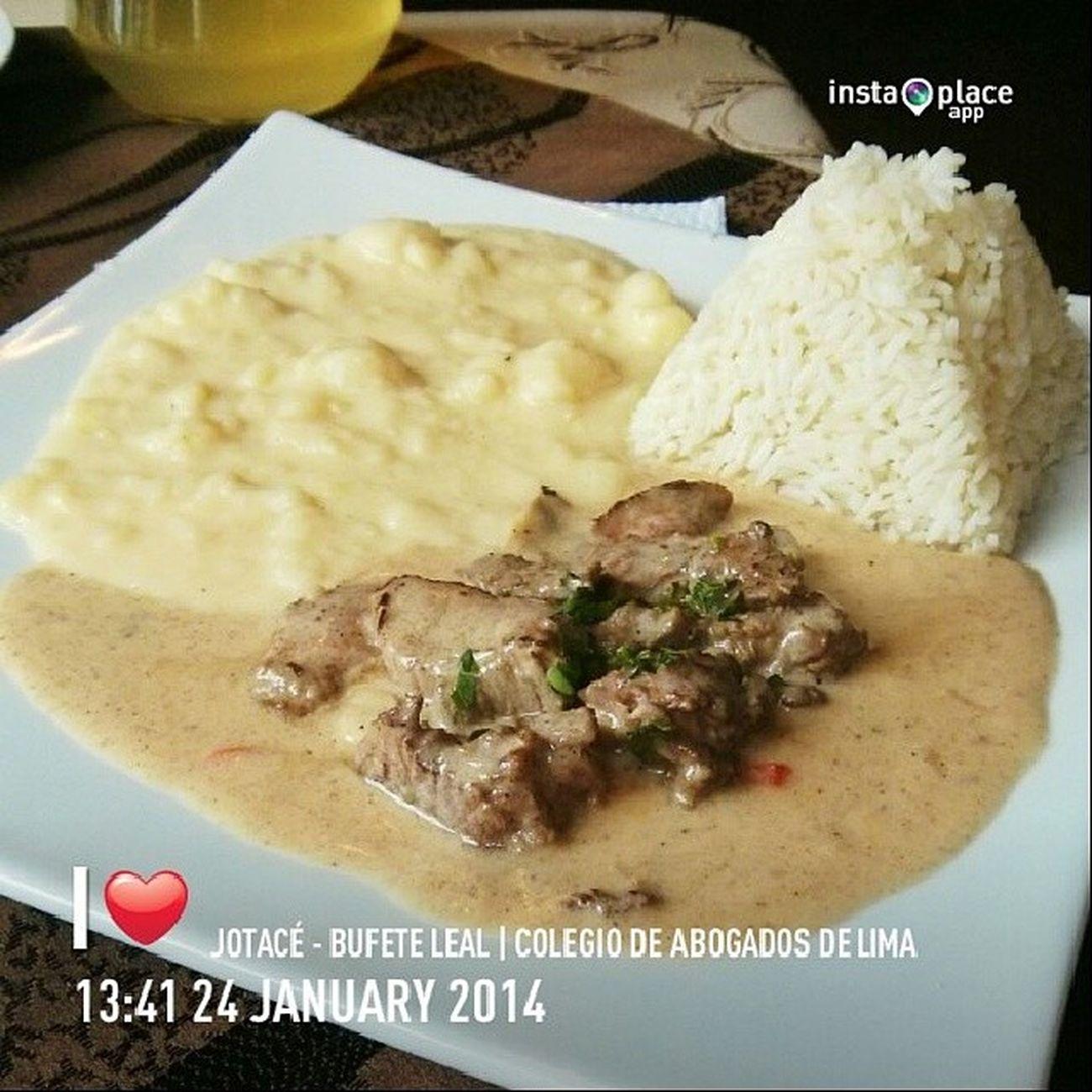 Lomo Stroganoff con su pure mas! | Foodporn Stroganoff Meat Carne Lunch LunchTime Almuerzo SanIsidro Lima Peru FuckingAwesome w/@caritodegregori