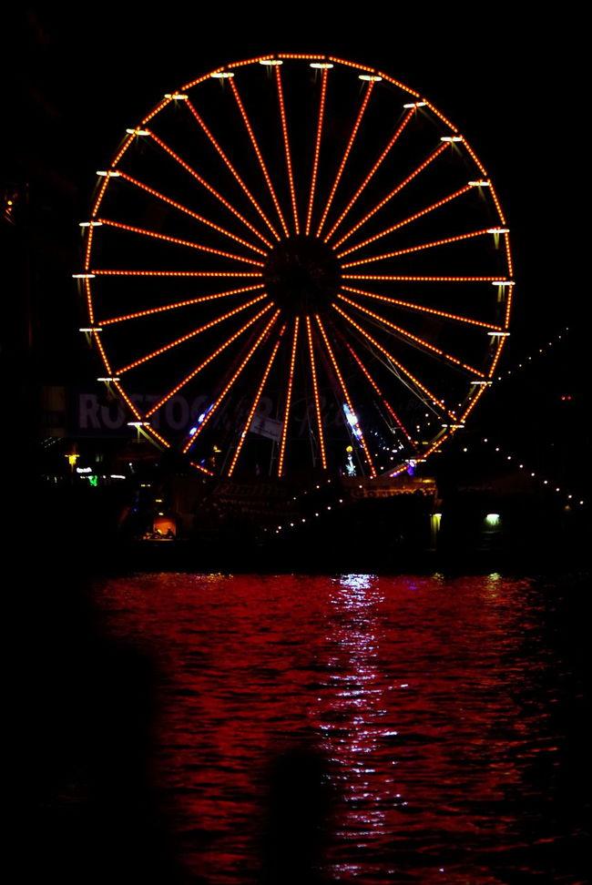 Rotes Wasser Ferris Wheel HanseSail Nacht Night Overnight Success Red Riesenrad Rostock Rot Wasser Water