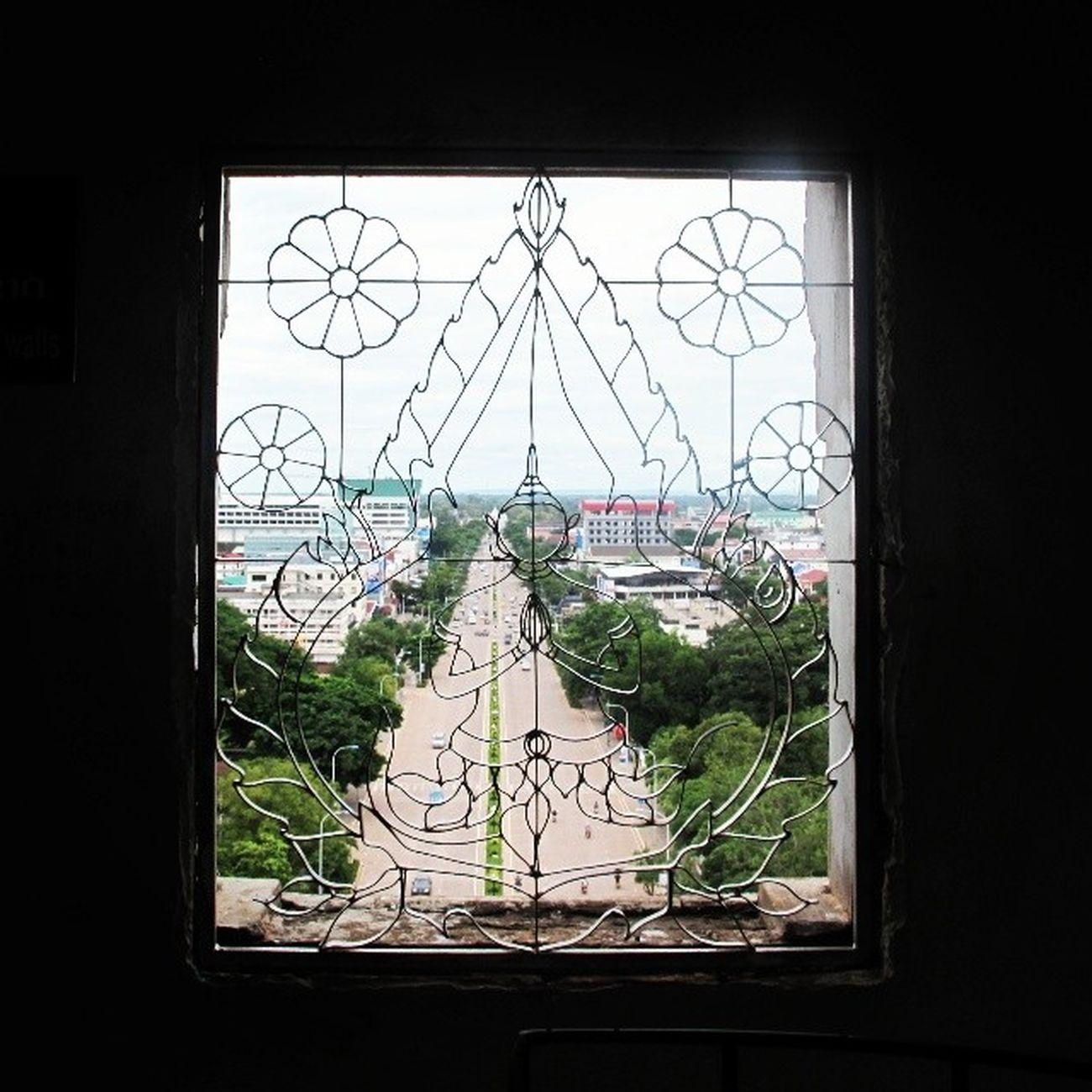 ประตูชัย แห่ง เวียนเทียน Patuxay Vientiane Laos Travel Backpacking happiness