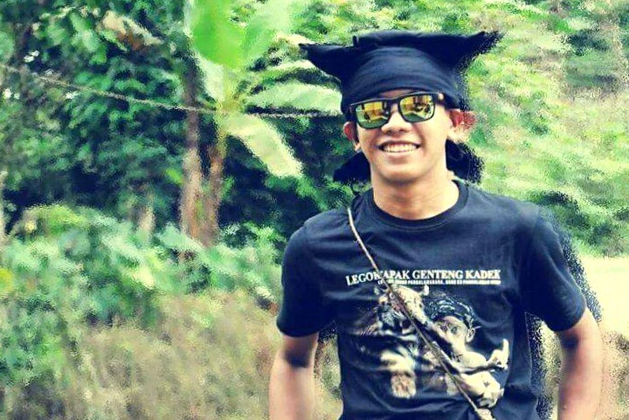 Etnic Sundanese Sundanese Style Iketsunda Culture Westjava INDONESIA Photoshoot Shoot Mirror Smiling