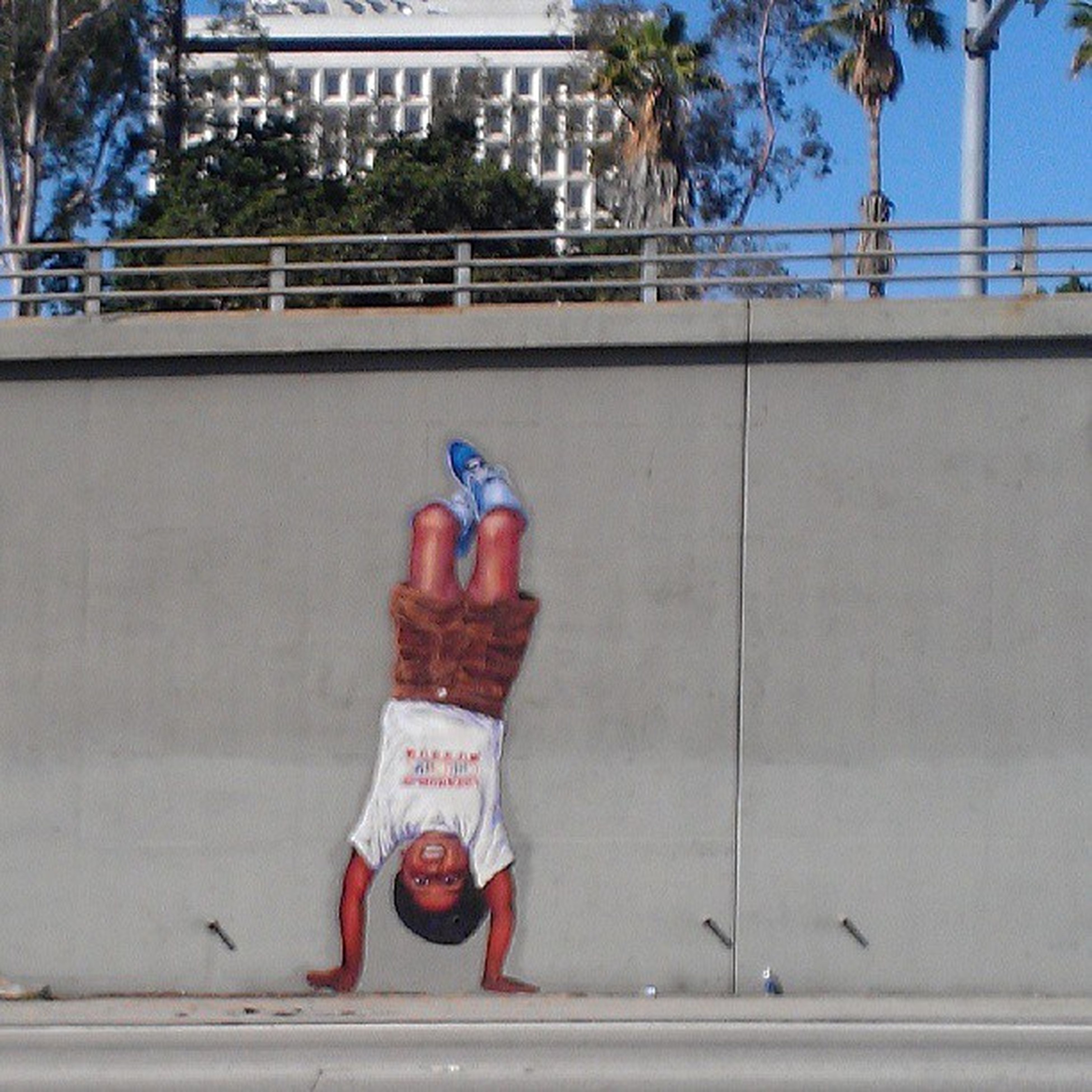 The homie @losdoyers46 busting a handstand on the 101fwy Darkness Bussitopen Habibi Praytohala