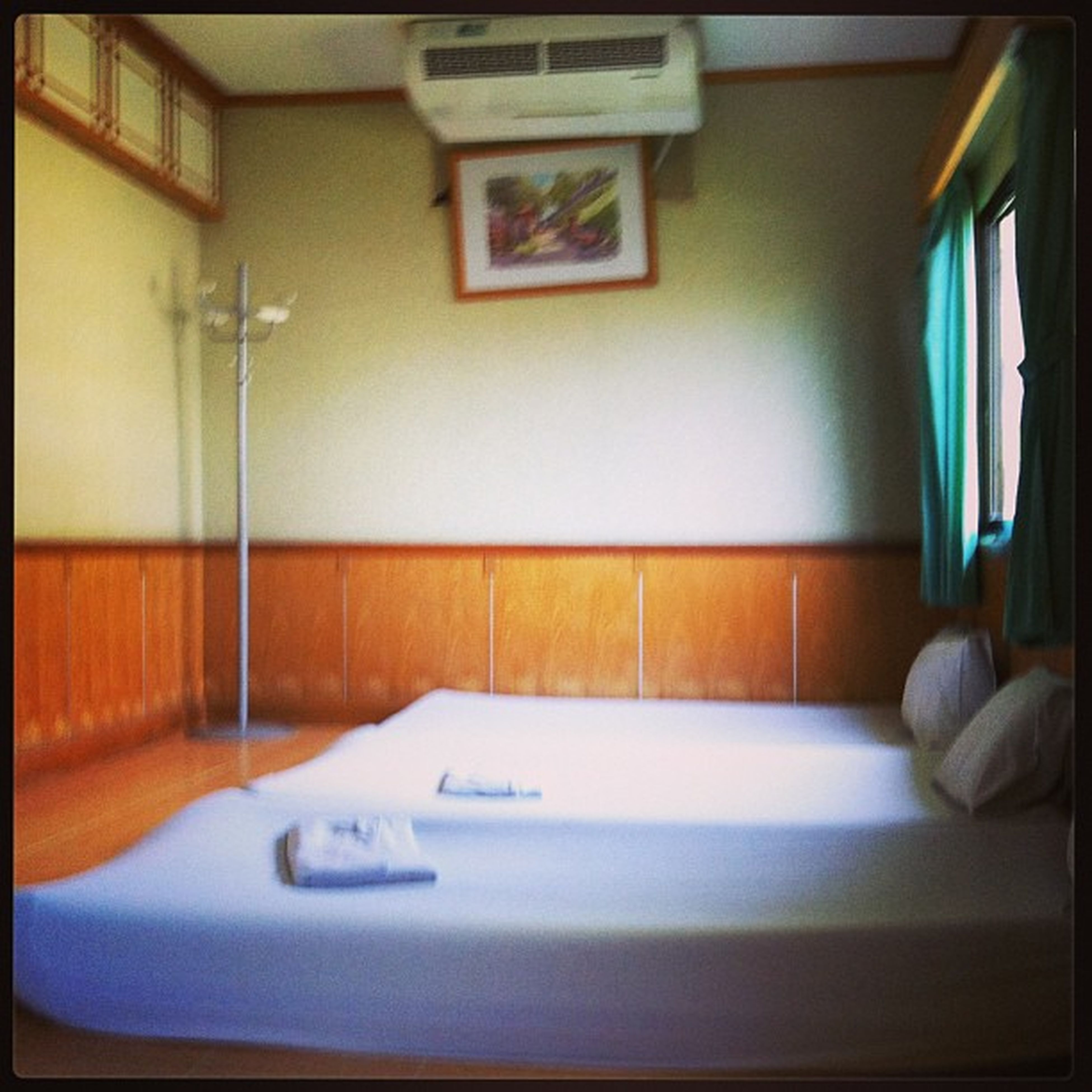 indoors, home interior, bed, domestic room, absence, domestic life, bedroom, empty, desk, domestic bathroom, bathroom, table, healthcare and medicine, hospital, flooring, office, technology, chair